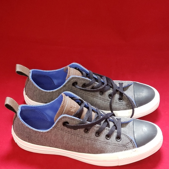 Unisex Converse Canvas and Leather Sneakers 8/10